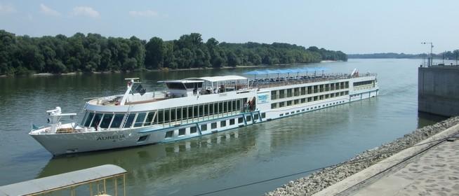 A valaha mért legalacsonyabbhoz közelít a Mohácsnál már csaknem 28 fokos Duna vízállása