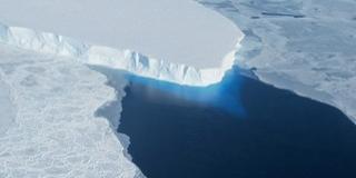 Hatalmas üreget fedezett fel a NASA az Antarktiszon