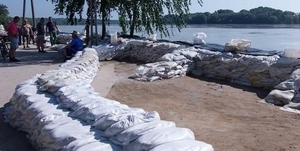 A szakértők szerint egyelőre nem tudni, kialakulhat-e komoly árhullám a Dunán