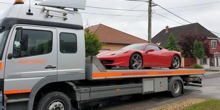 Pénzmosodára csaptak le, vitték a Ferrarit is