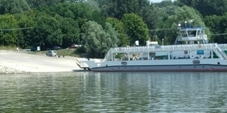 Dráma Mohácson: vízbe vetette magát egy asszony a kompról, Burai Béla hajóvezető kimentette