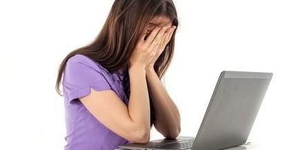 Egyre boldogtalanabbak a képernyőfüggő tizenévesek