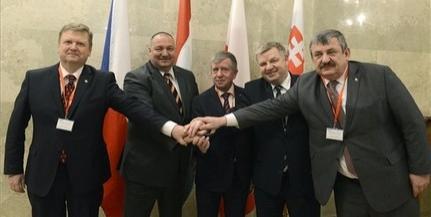 V4-ek: védelmi együttműködés erősítéséről írtak alá