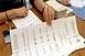 Hétfőig kell megválasztani a szavazatszámláló bizottságokat