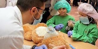 Minden plüssállatot meggyógyítanak a Teddy Maci Kórház családi napján