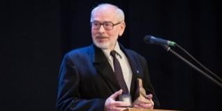 Életműdíjat vehetett át dr. Révész György, a Pécsi Tudományegyetem oktatója