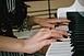 Jótékonysági zongorakoncert lesz a Művészetek Házában