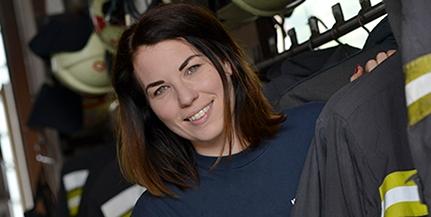 Beavatkozó tűzoltó nem lehetett, ezért szóvivő lett Fábián Lilla a katasztrófavédőknél