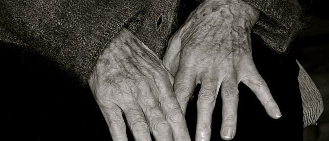 Idős asszonyokat rabolt ki két gazember Pécsett, súlyos sérülést is okoztak
