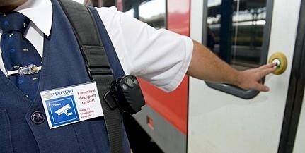 Megelőznék a bántalmazást: a pécsi vonatokon is biztonsági őrökkel védik a jegyvizsgálókat
