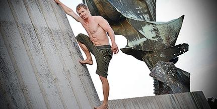 Súlyos betegsége miatt tiltották a sporttól, mégis sikeres akrobata vált Horgas Péterből