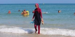 Burkinit is viselhetnek a nők a genti uszodákban