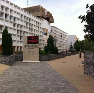 Fegyverrel fenyegetőztek a Nevelési Központnál - Elfogták a támadókat