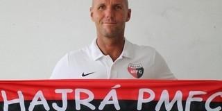 Ez gyorsan ment: megköszönték a PMFC vezetőedzője, Sárai György munkáját