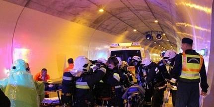 Veszélyes anyag szivárgott az M6-os alagútban, űrruhában mentettek a tűzoltók