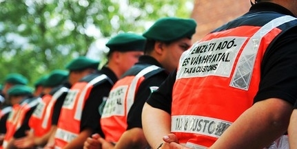 Hamis ruhát és adózatlan cigarettát foglaltak le Budapesten
