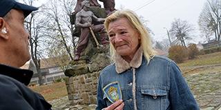 Pécs egyetlen Poldi nénijével csak kevesen mernek ujjat húzni a Hősök terén