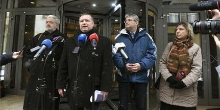 Átadták a szakszervezetek a követeléseik listáját