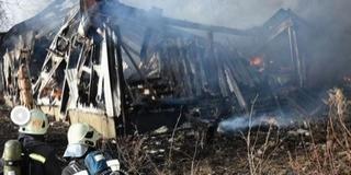 Huszonöt autó égett porrá egy tárolóépületben