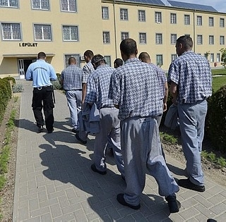 Börtönkarrier: majd' kétmilliót harácsolt össze telefonos csalásokkal egy rab
