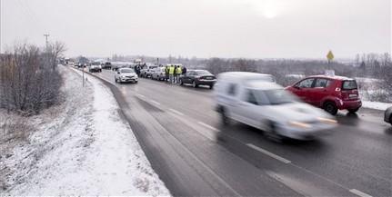 edc2b4ea68 Kedden is félpályás útlezárással tiltakoztak Pécsett - De vajon miért  dudálnak az autósok?