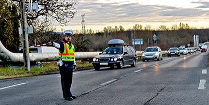 Lámpa helyett rendőrök irányítják a forgalmat a hírhedt nagyárpádi kereszteződésnél