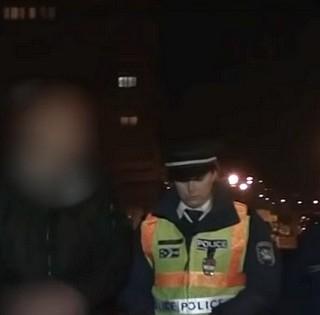 Nem vett jegyet, tüzet nyitott a parkolóőrökre egy férfi Pécsett, mehet a börtönbe