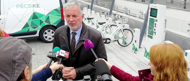 Megérkeztek az elektromos bringák Pécsre, épülnek a dokkolóállomások