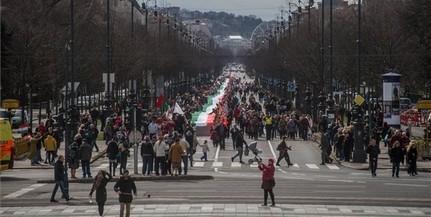 1848 méter hosszú nemzeti zászlóval vonultak fel Budapesten