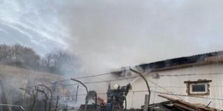Kerti hulladékot égettek, leégett egy műhely