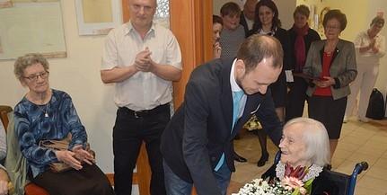 Százéves asszonyt köszöntöttek Pécsett - Rumy Zoltánnéra példaként tekinthet a város