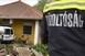 Családi ház teraszán landolt egy kisteherautó