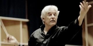 Bécsi klasszikusok műveivel tér vissza Pécsre Gilbert Varga, a zenekar új vezető karmestere