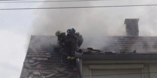 Villám csapott egy pécsi családi házba, leégett a tető