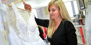 Gyerekkora óta tervez ruhákat Karácsony Andrea, modelleket és szépségkirálynőket öltöztet