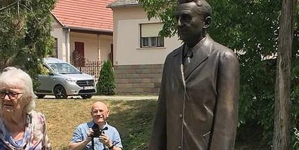 Szobor őrzi mától Baranya első díszpolgára, a kiváló lapszerkesztő, Báling József emlékét