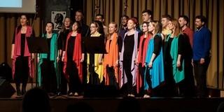 Kiszakadni a mindennapokból: vigaszt és megbékélést ad a Pécsi Gospel Kórus zenéje
