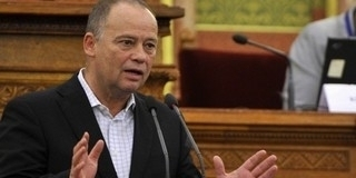Felfüggesztették Szanyi kapitány párttagságát a szocik