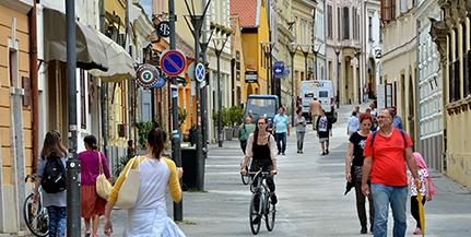 A víziközmű-hálózat cseréjével folytatódnak a munkálatok a Ferencesek utcájában