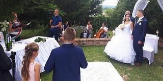 A rendhagyó lánykérés után az esküvőre is sor került