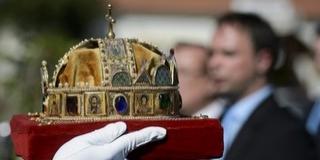 Baranyába érkeznek a koronázási ékszerek másolatai, Pécsett állítják ki a műtárgyakat