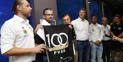 Cápát fogadtak örökbe a pécsi pólósok, társadalmi munkát is végeznek az állatkertben