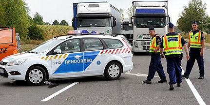 Teherautóval ütközött egy kocsi, négyen meghaltak