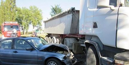 Hétfőn is közlekedési balesetekhez vonultak a tűzoltók