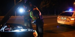 Ismét illegális gyorsulási versenyen razziáztak a rendőrök