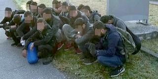 Ezúttal Baján bukkant fel egy 17 fős migránscsoport