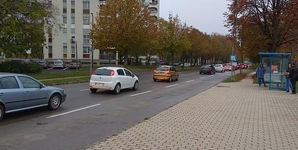 Mutatjuk, meddig maradnak a bazi nagy közlekedési dugók a kertvárosi Málomi úton