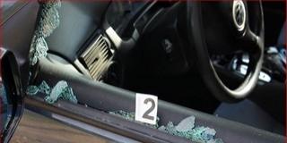 Késsel, sövényvágóval támadt egy férfire anya és fia
