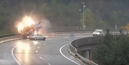 Mélybe zuhant egy magyar kamion Szlovéniában - Videó!