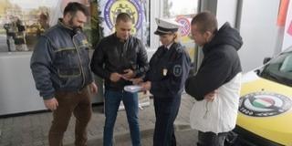 Benzinkutakon kampányolnak a baranyai zsaruk
